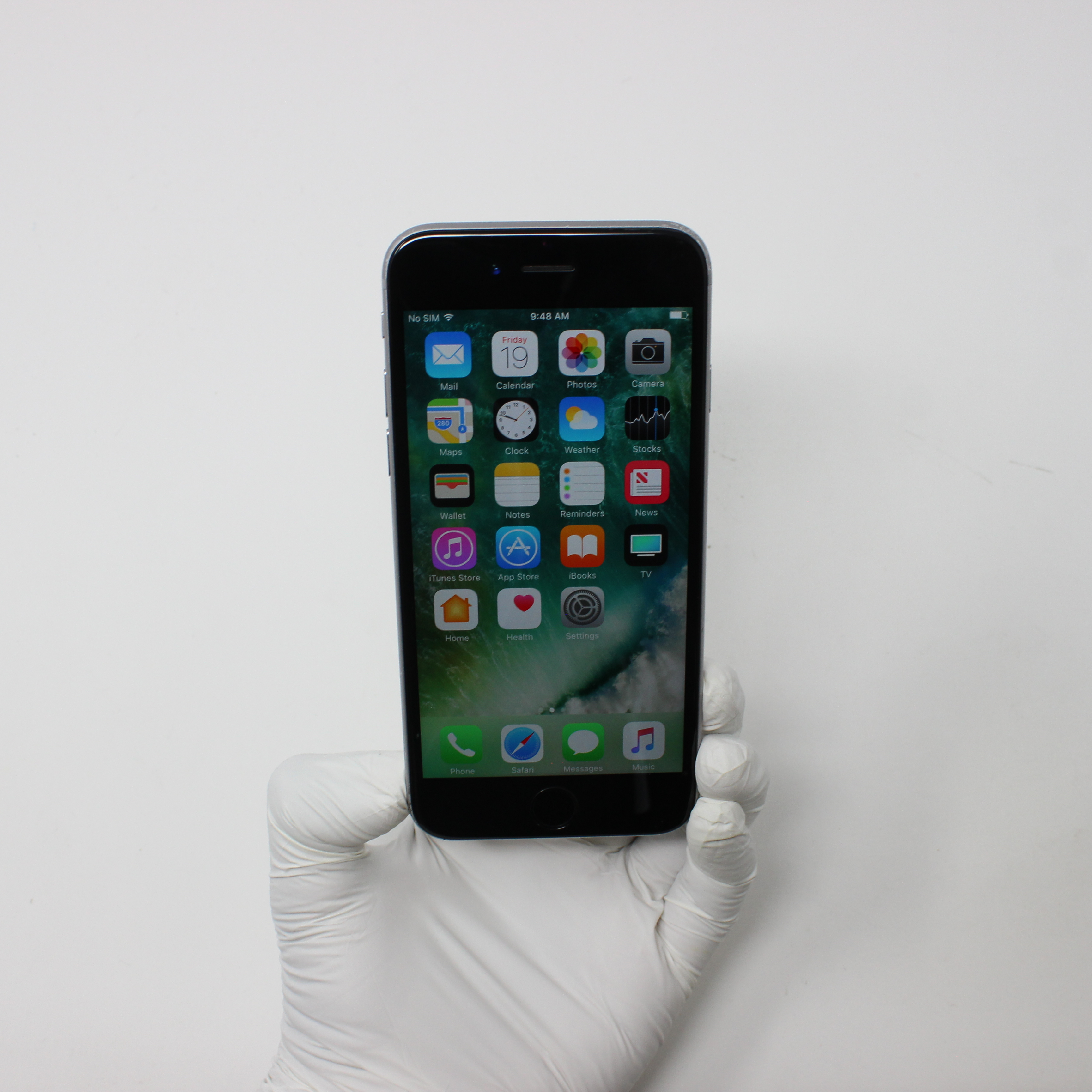 iPhone 6S 16GB Space Gray - AT&T front display on | UpTradeit.com