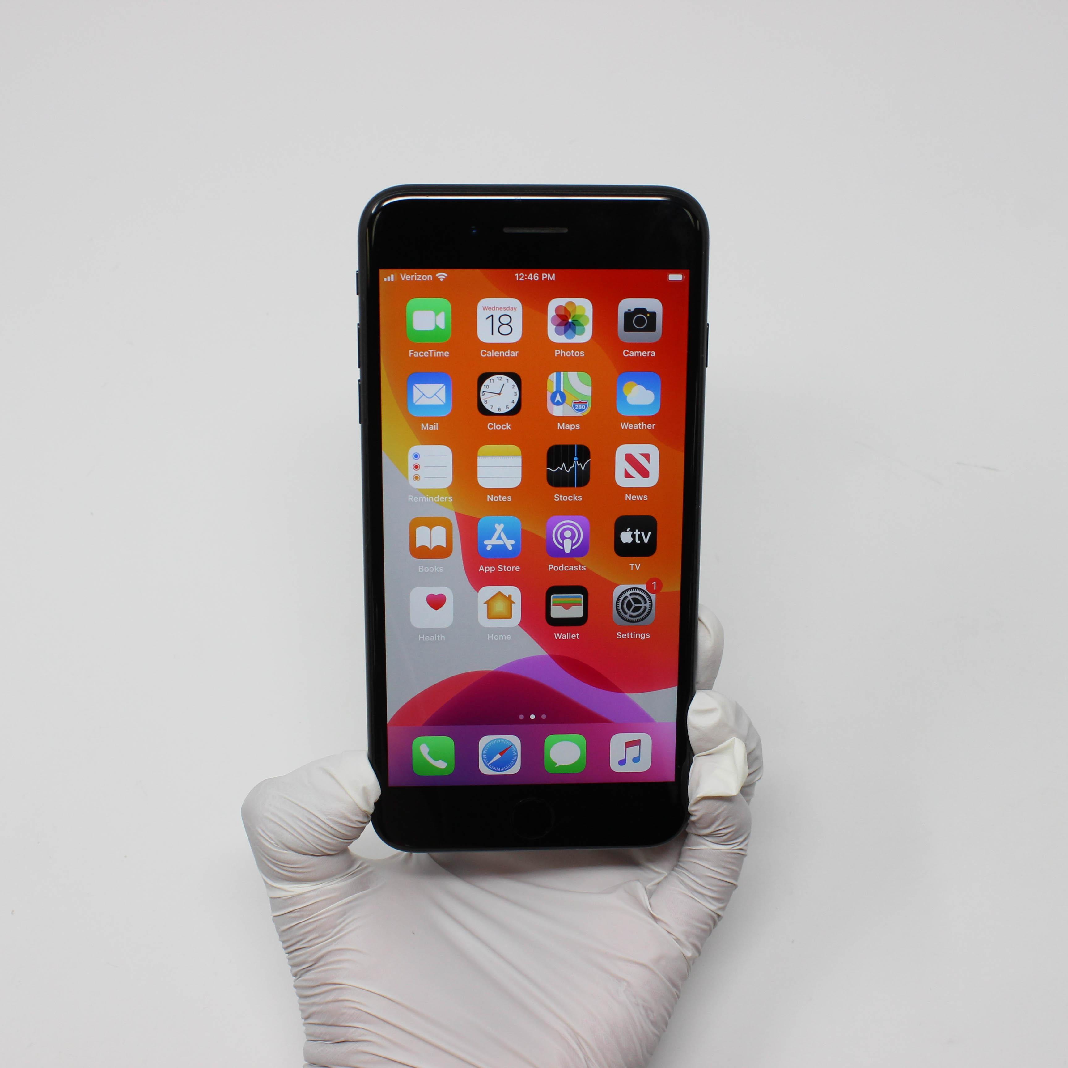 iPhone 7 Plus 128GB Black - Verizon front display on | UpTradeit.com