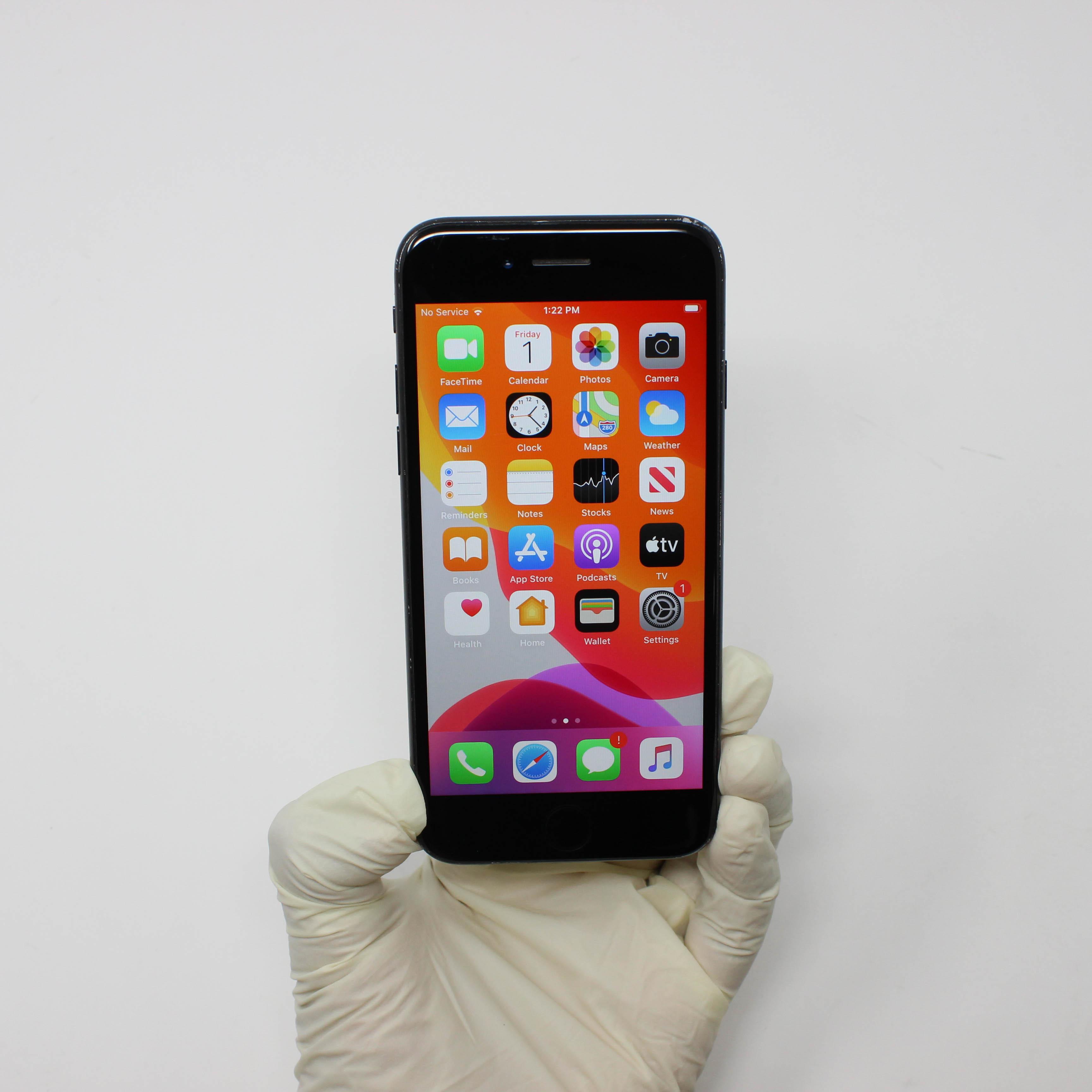 iPhone 7 32GB Black - AT&T front display on | UpTradeit.com