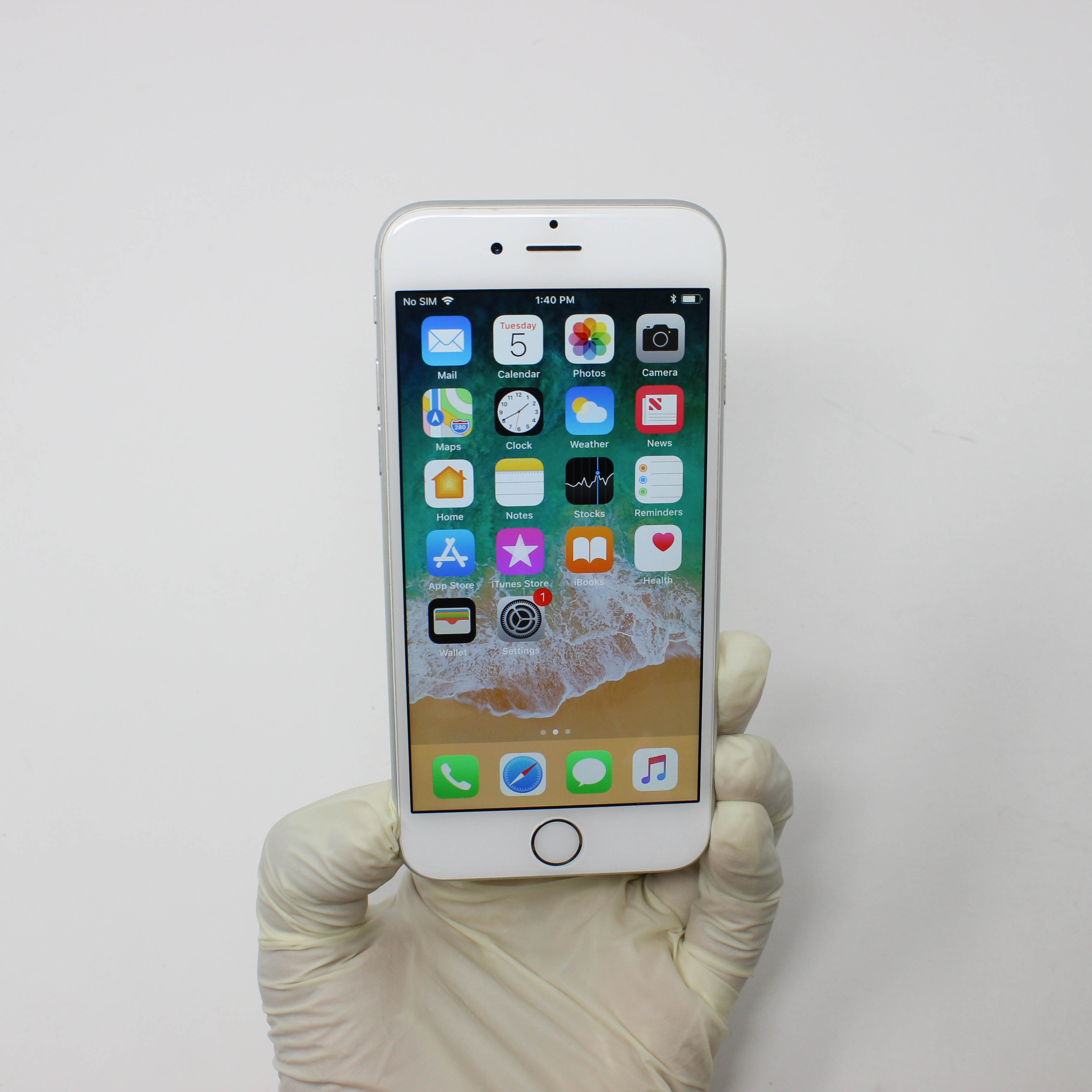 iPhone 6 16GB Silver - AT&T front display on | UpTradeit.com