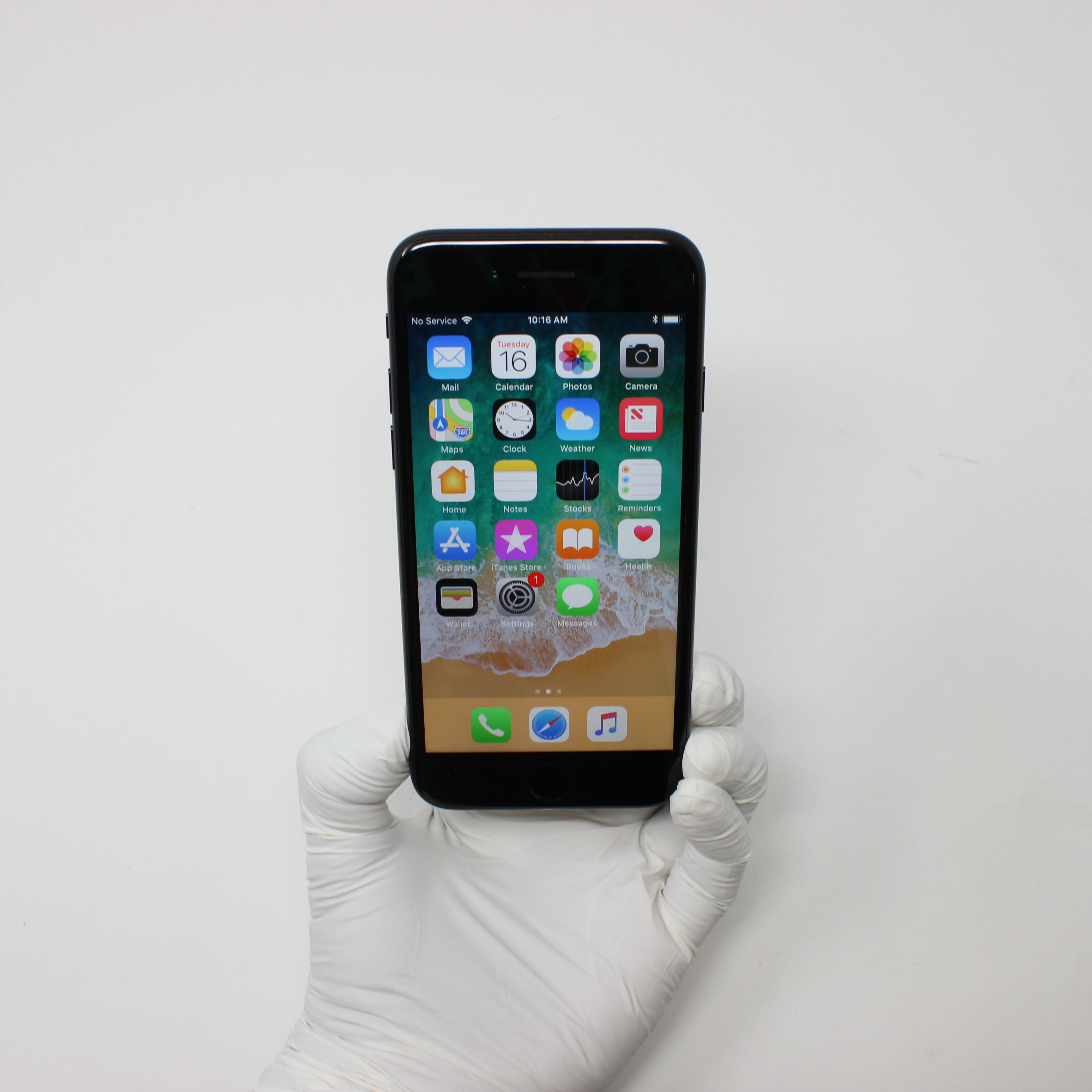 iPhone 7 32GB Black - AT&T front display on | UpTradeit.com