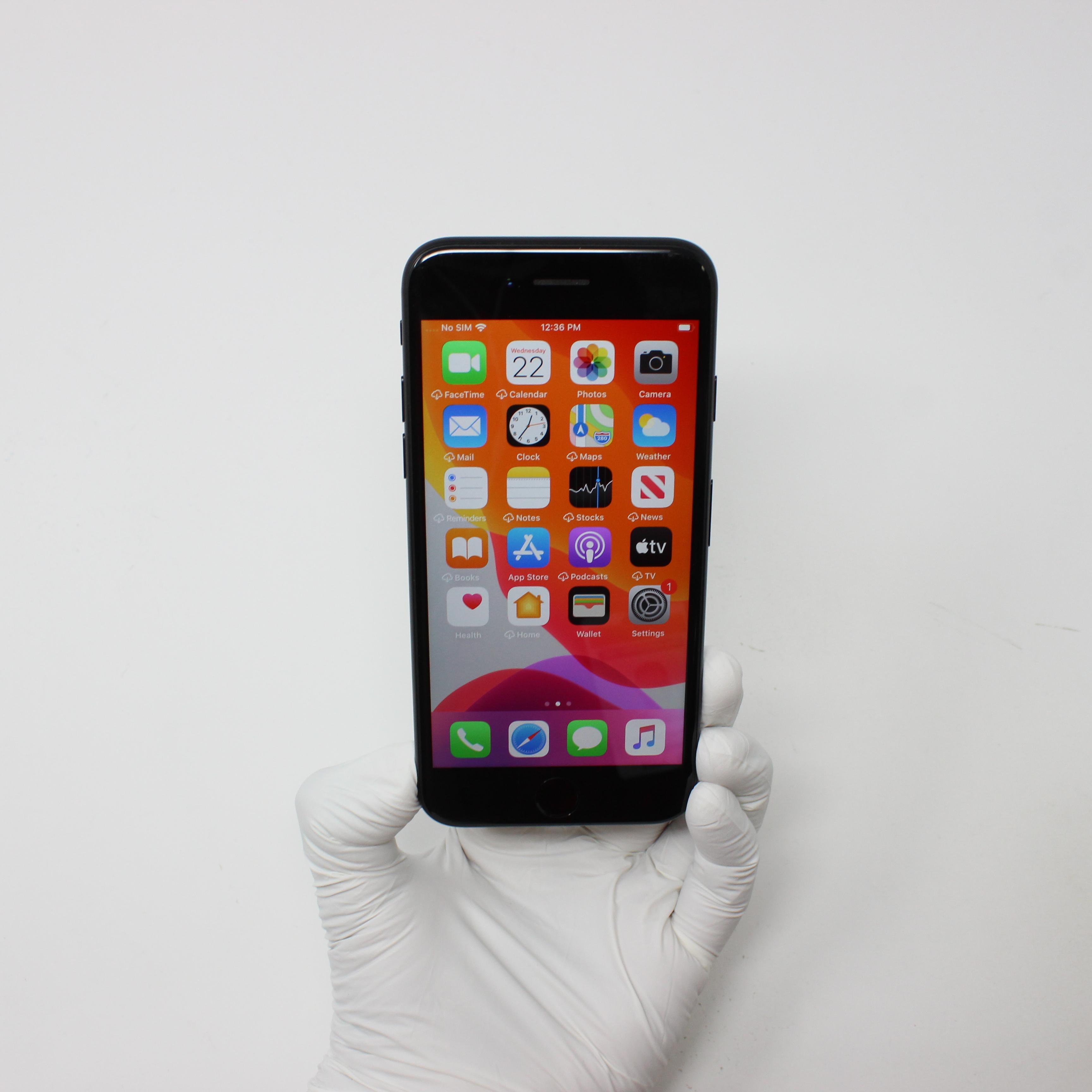 iPhone 7 128GB Black - Unlocked front display on   UpTradeit.com