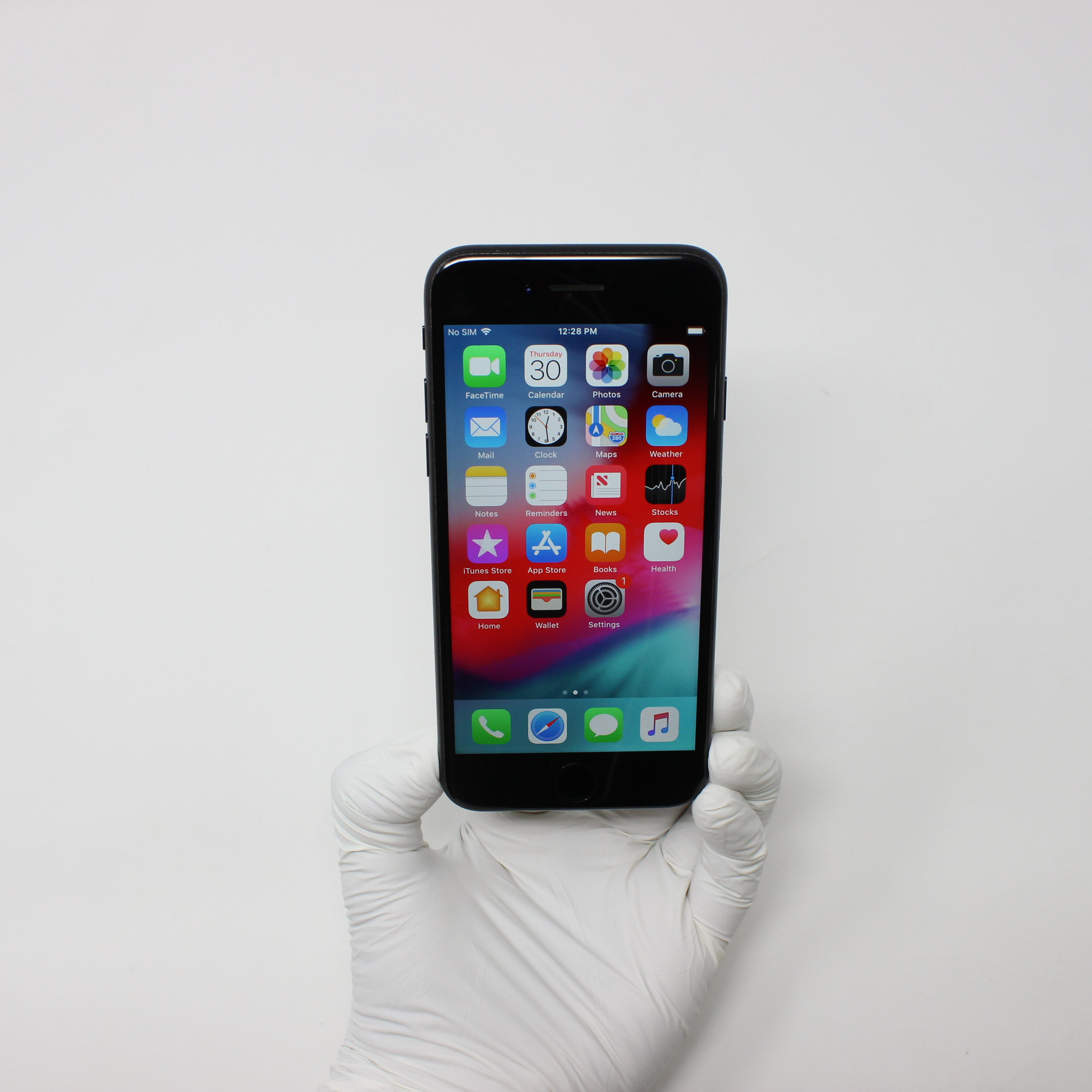 iPhone 7 32GB Black - Unlocked front display on | UpTradeit.com